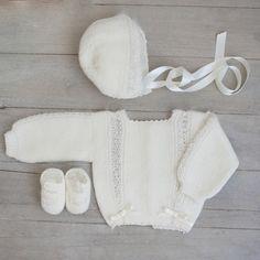 Conjunto primera postura con detalles en seda y angorina - ALittleDress Baby Knitting Patterns, Baby Patterns, Little Dresses, Crochet Baby, Hand Weaving, Etsy, Child Fashion, Mesh, Knitted Baby