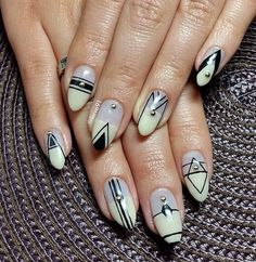 Gray, black and white abstract nail art design. The patterns are well drawn and perfect with the thin black polish. The silver beads on top make it look even classier. Nail Art Photos, Nail Art Images, Fall Nail Art, Fall Nail Designs, Black And White Abstract, Beautiful Nail Art, Simple Nails, Nail Artist, Fun Nails
