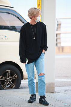 Baekhyun [HQ] 190705 Incheon Airport, departing for Hong Kong Baekhyun, Park Chanyeol, Kim Minseok, Airport Style, Airport Fashion, Exo Members, Chanbaek, Black Blazers, Yixing