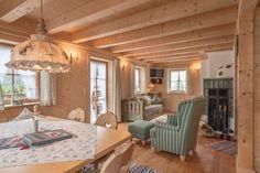 Ötztal Chalet Tirol Österreich, Luxus Ferienhaus, Chalets Chalet Interior, Interior Decorating, Interior Design, Cottage Interiors, Living Styles, Wood Home Decor, Cabin Homes, Tiny Living, Country Decor