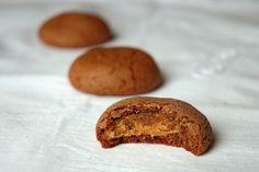 Vegan Monkey: Czekoladowe ciasteczka z nadzieniem orzechowym Muffin, Bread, Vegan, Breakfast, Monkey, Food, Morning Coffee, Jumpsuit, Brot