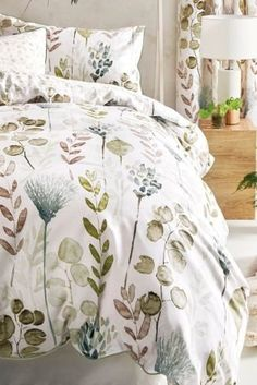 Florals and spring - an unbeatable combination! Our botanical print bed set beautifully complemented with floral eyelet curtains lends a warm and cosy look.