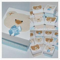 http://www.elo7.com.br/lembrancinha-de-maternidade-caixa/dp/B137D  Caixas decorada série: ursos. Diversas cores!! Produto exclusivo 2010-Dellicatess for Babies.  Para meninas,: ursinha bege, lilás e rosa. Acompanha embalagem em celofane laço e tag personalizada.  Com chaveiro em acrílico: acresce 3,80cd. Com pingente de celular em ursinho: 2,70 cd.   Cesta decorada de brinde: acima de 70 peças!! R$7,60
