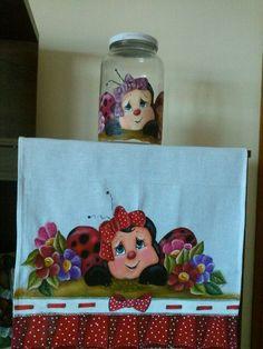 Pano de copa pintado com falço babado,vidro com aplição pintura em tecido.