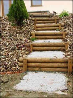 Backyard walkway – Dřevěné schody – Home Trends 2020 Backyard Walkway, Large Backyard Landscaping, Landscaping Retaining Walls, Sloped Backyard, Garden Stairs, Sloped Garden, Landscaping Ideas, Steep Hillside Landscaping, Backyard Ideas