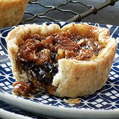 Gooey Maple Butter Tarts Recipe Maple syrup, currants and pecans are combined in these decadent tarts to produce an updated version of the Canadian classic. A rich flaky pecan pastry . Köstliche Desserts, Delicious Desserts, Dessert Recipes, Tart Recipes, Cooking Recipes, Harry Potter Torte, Canadian Butter Tarts, Butter Pecan Tarts, Minis