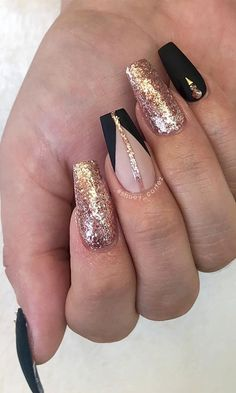 Acrylic Nail Designs Glitter, Classy Acrylic Nails, Gold Acrylic Nails, Gold Nail Designs, Acrylic Nails Coffin Short, Nails Design With Rhinestones, Almond Nails Designs, Gold Glitter Nails, Square Acrylic Nails