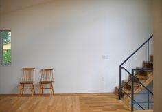 ダイニング壁がわに椅子