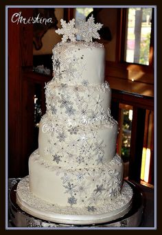 Christina by Denise Talbot, via Flickr    Winter wedding cake
