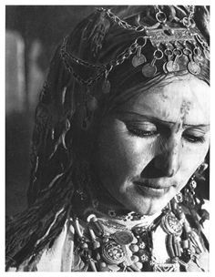 Africa | Woman from Zaian.  Middle Atlas, Khenifra, Morocco |  'Images du Maroc Berbere' Henri Duquaire. Photographies de J. Belin. 1st edition 1947