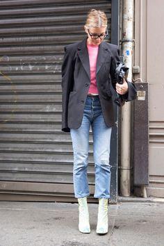 Street Style aus Paris – zum Nachstylen hier: http://www.annabelle.ch/mode/trends/vier-looks-zum-nachstylen-f%C3%BCrs-kleine-portemonnaie-44986