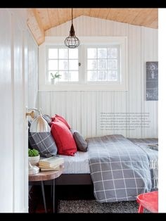 Libby's room - this look.  Blues and light purple colours.  Solid or stripped sheets, layered pillows (two that match duvet cover, light purple, small dark blue throw pillow), and dark blue knitted, plush, or fleece throw at end.