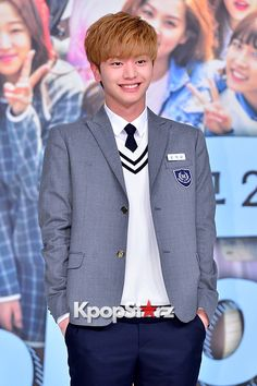 btobs-yook-sung-jae-at-a-press-conference-of-kbs2-who-are-you-school-2015
