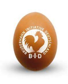 Das BID-Siegel steht für Eier und Fleisch aus Betrieben, die nach dem Bruderhahn-Richtlinien arbeiten. Mehr lesen im kaufhaus #Blog: https://www.kaufhaus.com/blog/Vorreiter-der-Nachhaltigkeit-Die-Bruderhahn-Initiative-Deutschland-31