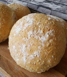 Lapsuudenystäväni oli tehnyt niin hyvää leipää, että oli ihan pakko kokeilla itsekkin. Tätä tosiaankin kannattaa kokeilla.... Savoury Baking, Bread Baking, Oatmeal Bread Recipe, Bread Recipes, Cooking Recipes, Finnish Recipes, Coffee Bread, Bread Cake, Greens Recipe