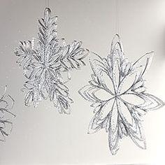 DIY Christmas Ornament: Paper Towel Tube Snowflakes. So easy, amazing!