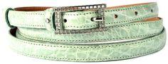 Cintura esotica Azzurro Cielo realizzata in fianco Coccodrillo lucido, altezza a scelta tra 2.5cm ( 0.98in ), 2.0cm ( 0.79in ) o 1.5cm ( 0.60in ), punta affusolata, cucitura in tinta oppure impuntura personalizzata con colore di vostra scelta, fodera in vitello con concia naturale. Impreziosita con emblema Casanova1948 in Argento 925‰ sul passante. https://www.casanova1948.com/it/cinture-esotiche/cintura-esotica-da-donna-in-alligatore-azzurro-cielo-100.html