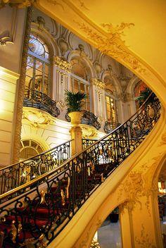 Estas son las Escalera Principal Casino de Madrid