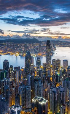 New York Discover Hong Kong Itinerary 3 days Hong Kong Itinerary. Sip on a cocktail while you cruise the harbour on the best seat in town while watching the spectacular skyline illuminate during the Symphony of Light show (show at 8 pm). Vancouver Nightlife, Hong Kong Nightlife, Dallas Nightlife, Budapest Nightlife, Nightlife Travel, City Aesthetic, Travel Aesthetic, Bangkok Thailand Nightlife, Cyberpunk City