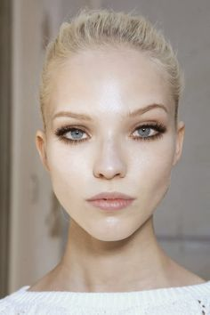 cheveux blonds, yeux bleus clairs, maquillage comme un pro - Hair + Makeup - # Modelo Albino, Beauty Make Up, Hair Beauty, Wide Set Eyes, Deep Set Eyes, Large Eyes, Eye Makeup, Hair Makeup, Runway Makeup