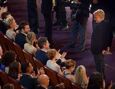 OSCAR 2014 - 13 - LA LOTERÍA, Ellen le jugó una broma a Bradley Cooper al regalarle unos boletos de lotería por si no gana esta noche.