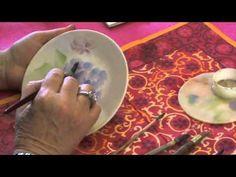 ▶ Peinture sur porcelaine méthode américaine - YouTube - China / Porcelain Painting - Hydrangea