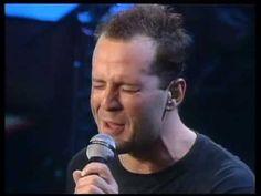 Bruce Willis - Under the boardwalk Music Mix, Sound Of Music, Your Song Elton John, Cybill Shepherd, Demi Moore, Old Singers, Bruce Willis, Steve Mcqueen, Cool Items