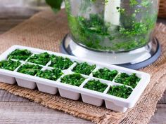 From preserving coffee and wine to making baby food, ice cube trays can be used for more than just freezing water! Here are 13 mind-blowing creative ice cube tray hacks. Freezing Cilantro, Freezing Basil, Herb Guide, Vegetables For Babies, Veggies, Leftover Wine, Making Baby Food, Frozen, Fruit Ice