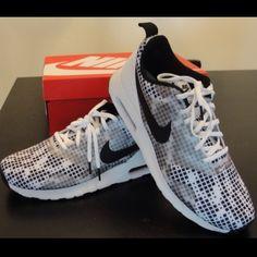 Nike Men's Air Max Tavas Print NEW! Brand new! Nike Men's Air Max Tavas Print in size 10 (men's). Nike Shoes Athletic Shoes
