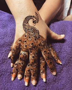 Best Mehndi Designs for Hands Fingers. You can easily make mehndi designs on your hands feet step by step. Henna Hand Designs, Mehndi Designs Finger, Peacock Mehndi Designs, Simple Arabic Mehndi Designs, Mehndi Designs 2018, Modern Mehndi Designs, Mehndi Design Pictures, Mehndi Designs For Girls, Wedding Mehndi Designs