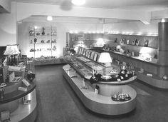 Bestek op de woonafdeling bij V&D Alkmaar, jaren '50. #messen #vorken #bestek