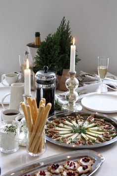 joulu Archives - Page 7 of 14 - Homevialaura Swedish Christmas, Christmas Brunch, Cozy Christmas, Simple Christmas, Christmas Time, Brunch Table Setting, Table Settings, Christmas Feeling, Christmas Interiors