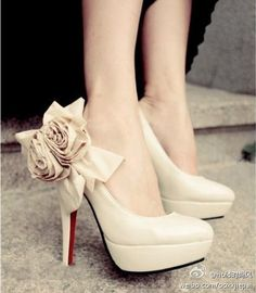 CHRISTIAN LOUBOUTIN Nude high heels with roses and red soles.these shoes will have a separate line item in my budget! Bridal Shoes, Wedding Shoes, Dream Wedding, Fantasy Wedding, Wedding Dresses, Cute Shoes, Me Too Shoes, Fab Shoes, Women's Shoes