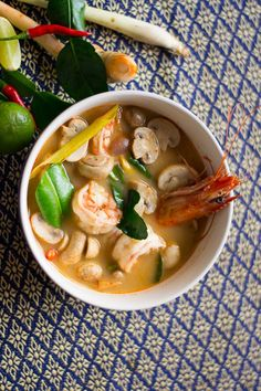 Tom Yum Goong is a spicy, sweet, sour, and ultimately delicious Thai soup. Thai Recipes, Asian Recipes, Thai Soup, Thai Thai, Thai Dishes, Indian Dishes, Goong, International Recipes, No Cook Meals