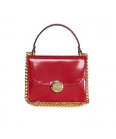 Vicky is a mini bag. So fashionable in red!