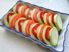 Dovlecei cu roșii și cașcaval la cuptor - pentru o prânz ușor și sănătos