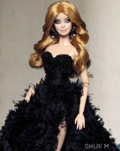WEBSTA @ shuiimedina - Barbie ✨😍#beautyshoot #BarbieStyle #blackgown  #blond #dollsofinstagram #dollphotography #dollphoto