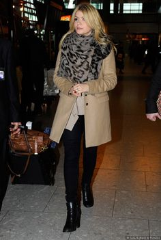 Holly Willoughby- black and camel Classic Outfits, Stylish Outfits, Fall Outfits, Autumn Winter Fashion, Autumn Style, Winter Style, Holly Willoughby Style, Camel Coat Outfit, Work Attire