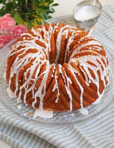 Greippikakku saa raikkaan makunsa greipistä, sitrussokerista sekä jogurtista! Tämä kakku valmistuu vajaassa tunnissa ja vie kielen mennessään!