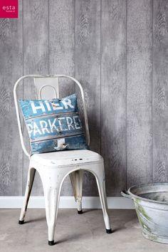 Behang met een grijs houtmotief uit de collectie Denim van Esta Home. Wallpaper wood by Esta Home #grijs #grey