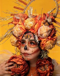 """RAGGEDYTIFF - JESSICA RESENDÍZ on Instagram: """"Pan De Muerto & Monarcas 💀🍂✨🦋 A beautiful tribute to our ancestors who have departed and left to paradise 🕊. Makeup / edible Headpiece &…"""" Cool Halloween Costumes, Halloween Projects, Fall Halloween, Halloween Makeup, Halloween 2020, Catrina Costume, Pumpkin Patch Corn Maze, Sugar Scull, Quince Decorations"""