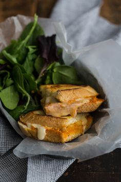 A fancy feeling hummus grilled cheese sandwich spruced up with a bit of homemade romesco sauce. Breakfast Egg Bake, Breakfast Ideas, Yummy Eats, Yummy Food, Pan Relleno, Healthy Sandwiches, Brunch, Menu, Dessert
