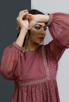 Simple Pakistani Dresses, Pakistani Fashion Casual, Indian Fashion Dresses, Pakistani Dress Design, Fancy Dress Design, Stylish Dress Designs, Frock Design, Stylish Dress Book, Stylish Dresses For Girls