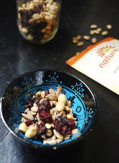 Quick fancy nut mix ideas for fall + winter entertaining, like this one for an easy DIY Praline Pumpkin Seed Nut Mix idea.