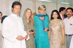 May 22, 1997: Diana, Princess of Wales with friend, Jemima Khan & her husband, Imran Kahn at Shaukat Khanuru Memorial Cancer Hospital and Research Center In Lahore, Pakistan. Photo:alpha-Globe Photos, Inc