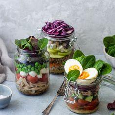3 pomysły na domowe sosy do sałatek i rady jak zrobić dobry dressing | Chilli, Czosnek i Oliwa | blog kulinarny Mason Jars, Chilli, Lunch, Recipes, Blog, Diet, Eat Lunch, Recipies, Mason Jar