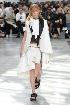 Sacai Spring 2020 Ready-to-Wear Fashion Show - Vogue Tokyo Fashion, Fashion Week, Paris Fashion, Runway Fashion, High Fashion, Fashion Show Collection, Vogue Paris, Mannequins, Street Style Women