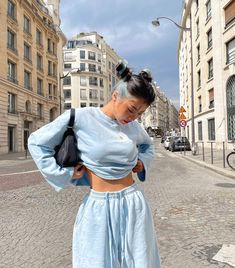 Kpop Fashion Outfits, Tomboy Fashion, Girl Outfits, Retro Outfits, Cute Casual Outfits, Dc Comics Women, Foto Pose, Urban Fashion, Aesthetic Clothes