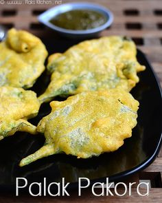 2-palak-pakora-recipe Holi Recipes, Indian Food Recipes, Toddler Meals, Toddler Recipes, Easy Evening Snacks, Fried Spinach, Pakora Recipes, Clarified Butter Ghee, Indian Breakfast