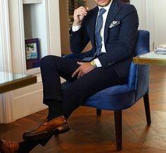 Men's Fashion – How to Nail Office wear Gq Fashion, Korean Fashion, Fashion Outfits, Gentleman Style, Gentleman Fashion, Sexy Socks, Chanel, Suit And Tie, Smart Casual